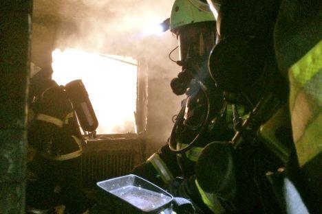 Atemschutztrupp im Einsatz mit Wärmebildkamera
