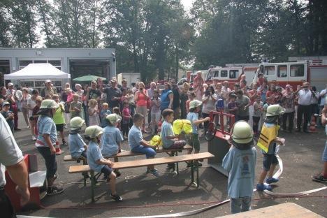 Tag der offenen Tür Feuerwehr Zeppelinheim August 2017: Übung der Löschdrachen