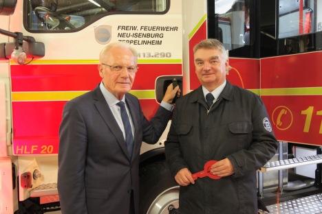 Übergabe des neuen HLF 20 (Bürgermeister Herbert Hunkel und Wehrführer Udo Bachmann)